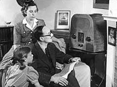 1940_family_radio